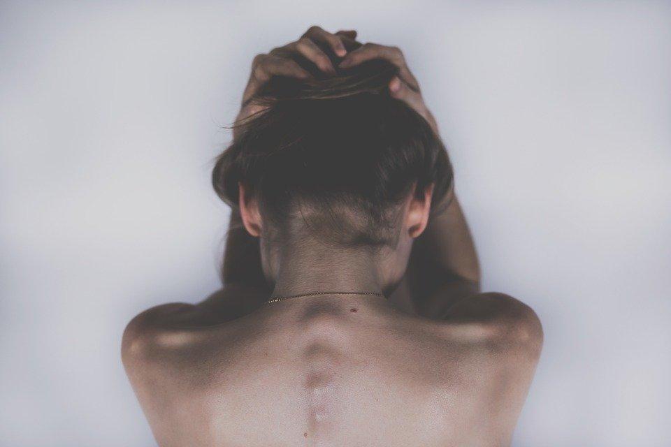 Je to migréna nebo obyčejná bolest hlavy? Poznejte ji díky typickým symptomům