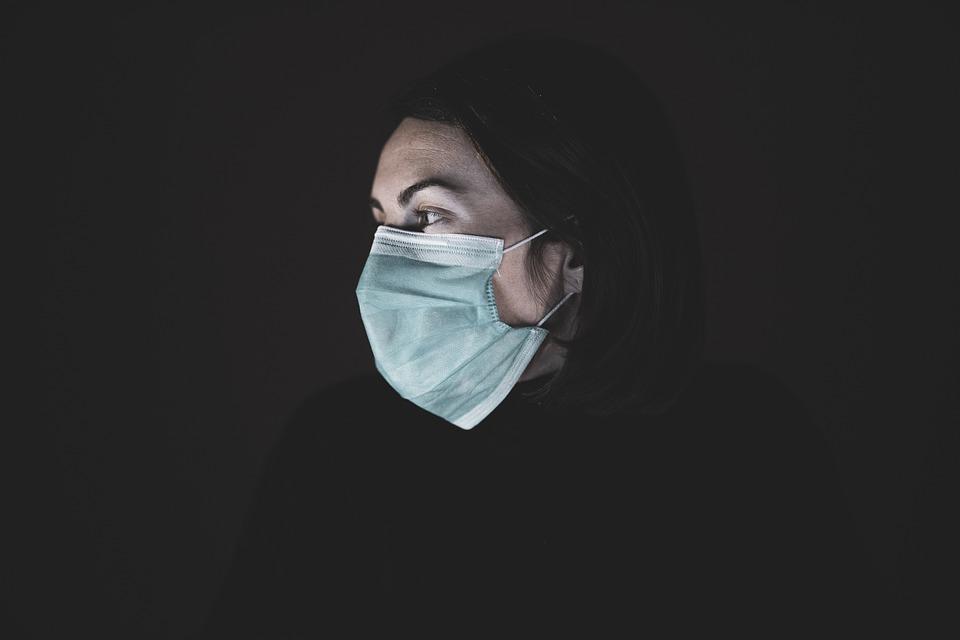 Proč je koronavirus horší než chřipka