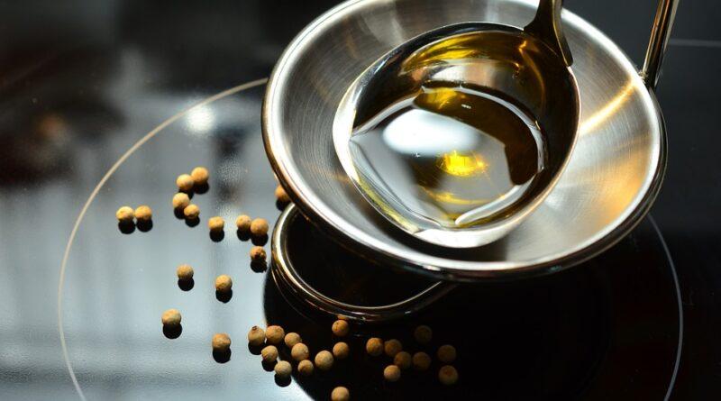 Lněný olej a jeho účinky na zdraví. Prospívá nebo škodí?