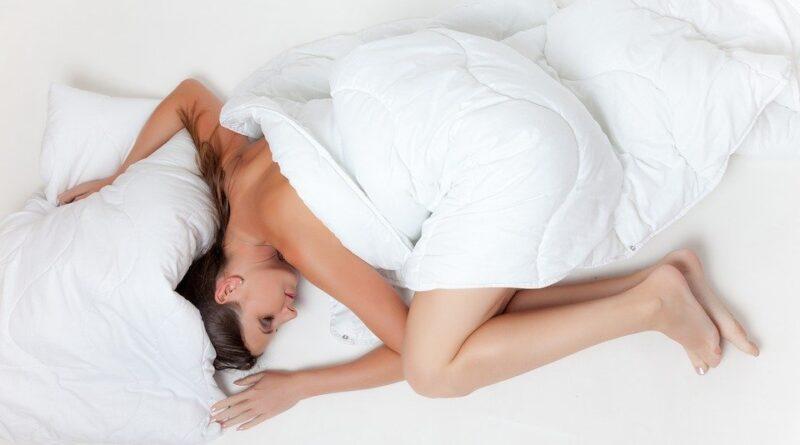 Co je to REM fáze spánku a jak dlouho spát? Vše o spánku